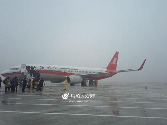 首航飞机抵达日照山字河机场