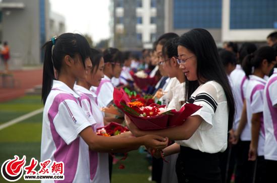 给老师鲜花