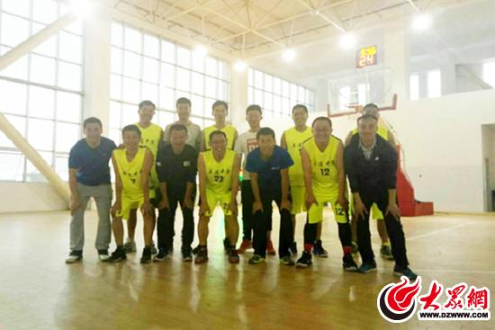 五莲文心小姐与莒县高中中学老师举办体育友谊高中生篮球当去的故事图片