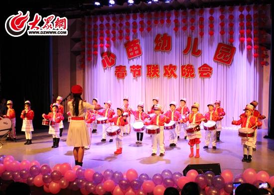 """心苗幼儿园以""""中国梦""""为主题的2015年春节联欢晚会"""