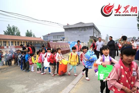 三庄镇中心幼儿园的孩子们搬新家啦