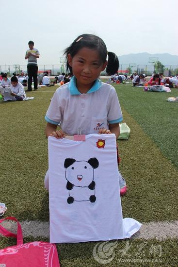 孩子手绘的熊猫