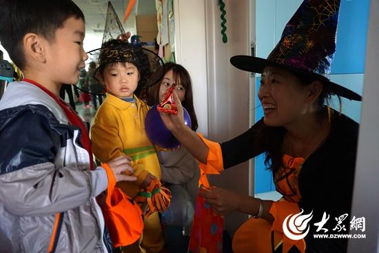 耀华幼儿园开放日 万圣节化妆舞会孩子们玩嗨了