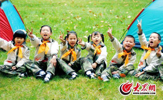 孩子们进行野外训练