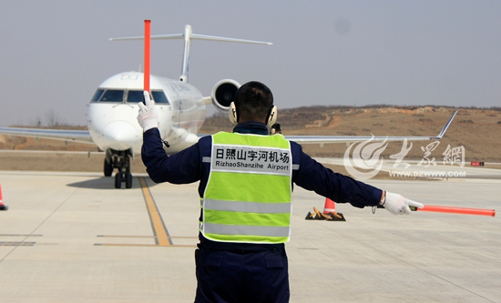 华夏航空的飞机从日照山字河机场起飞
