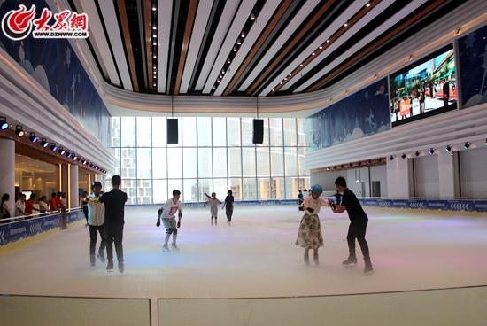 日照冰纷万象滑冰场成为东港区青少年滑冰训练基地