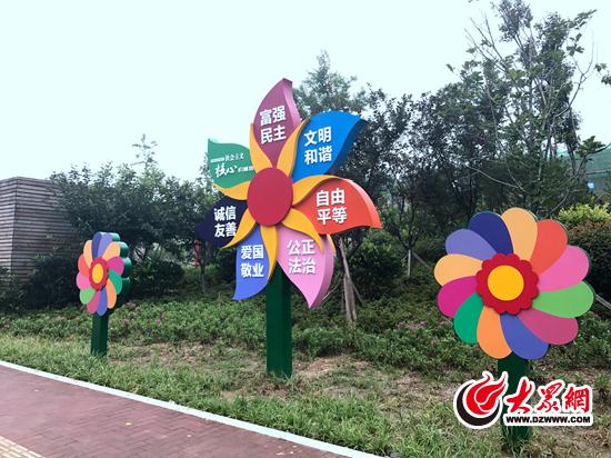 公益广告,24字社会主义核心价值观大风车,道德模范长廊,中国梦墙.