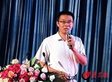 山钢国贸塞矿营销部科长杨传举做主题演讲_副本_副本.jpg