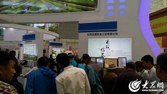 淞晨的工作人员也向哈尔滨市民宣传淞晨茶文化园茶乡之旅 (3)