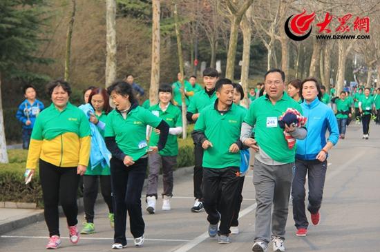 市民在跑步过程中.JPG